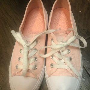 Light Pink Converse Size 6